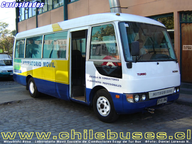 Mitsubishi Rosa Laboratorio Movil Escuela de Conductores Ecap de Tur Bus