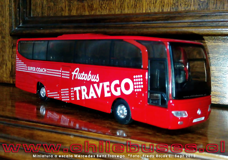 Miniatura a escala Mercedes Benz Travego
